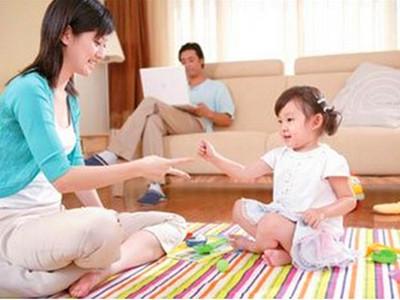 家庭教育:在游戏中培养女孩的爱心和气质