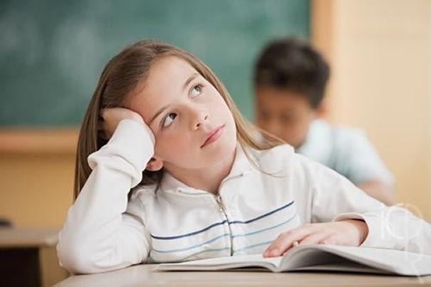 家长吐槽:孩子上课学习的时候,总爱走神怎么办?