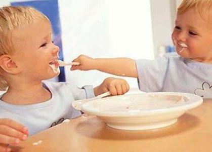 家庭教育策略:父母如何教孩子学会与人分享