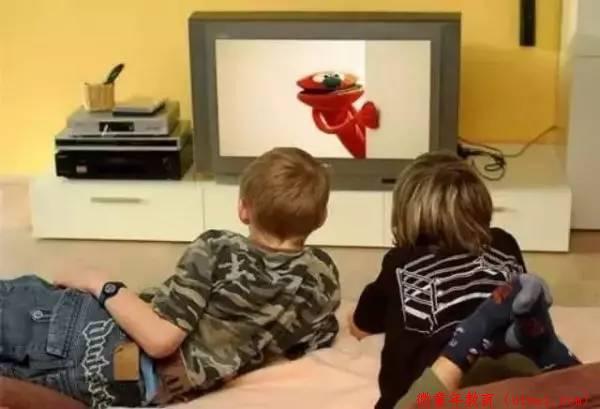 """孩子暑假沉迷电视,妈妈1招就""""扳""""了过来!"""