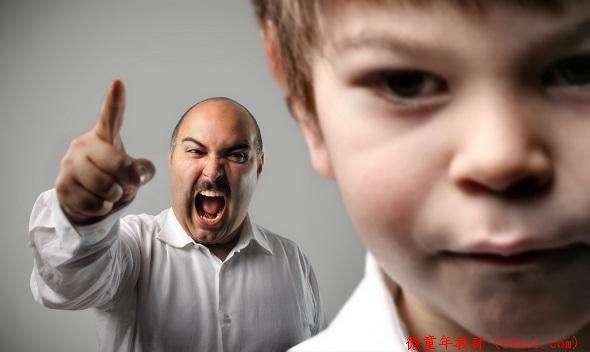 为什么要蹲下来与孩子交谈?尊重孩子