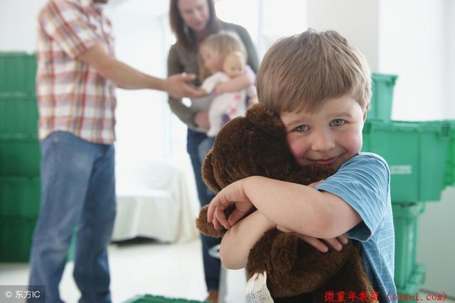父母吵架时,躲在角落的孩子到底在想什么?看完你该多心疼孩子