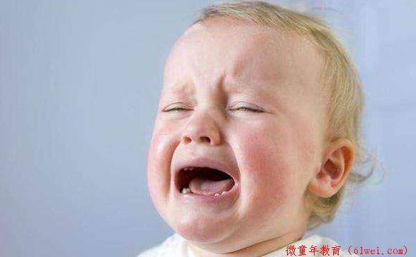 """""""宝宝一哭就抱,会被惯坏的!""""说这话的,一定不是亲妈吧?"""