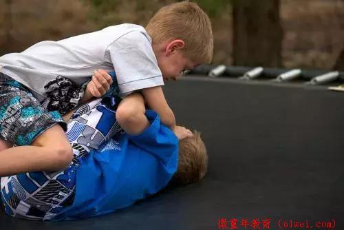 请务必告诉孩子:如果有人打你了……再忙也花2分钟看看!