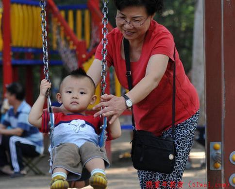 在孩子眼中,奶奶和外婆有啥区别?这三个孩子说得很透彻