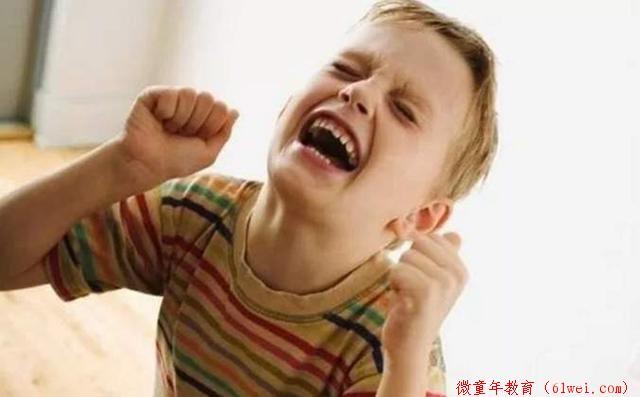 """孩子乱发脾气,""""傻妈妈""""才讲道理,聪明妈妈都这么做"""