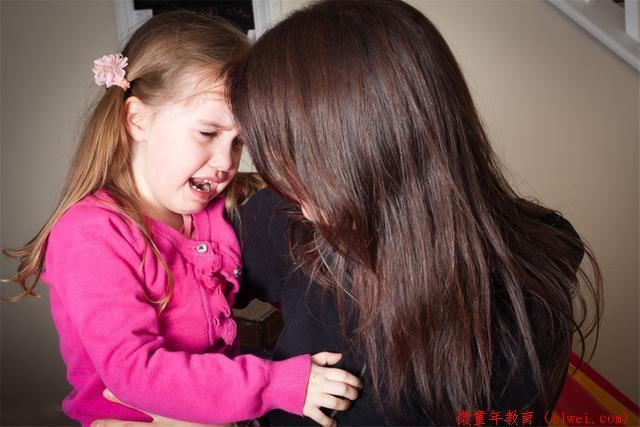 动不动就哭闹撒泼,孩子情绪控制力的不足,源于父母的不当教育