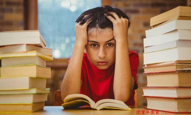 孩子看似认真学,手上小动作却不少?娃专注力差,光做训练还不够