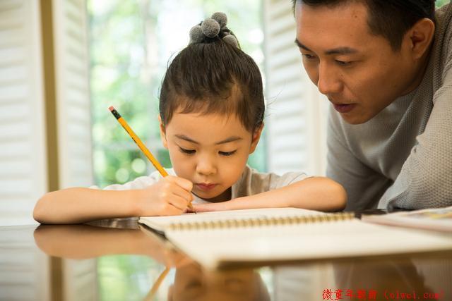 """孩子学习写字有""""最佳年龄"""",把握5个诀窍,孩子字写得又快又好"""