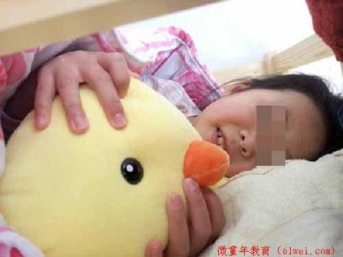 跟孩子分房睡,最后期限是6岁吗?科学家:亲子共眠对孩子好处多