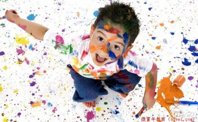 """孙俪任由娃在墙上""""涂鸦"""",""""涂出""""一封信超暖心,孩子有时要惯"""