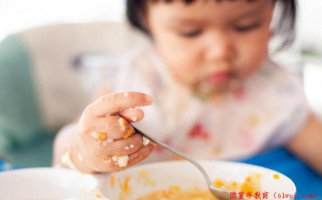 10个月宝宝,不好好吃饭的8个原因,以及4个解决方法!