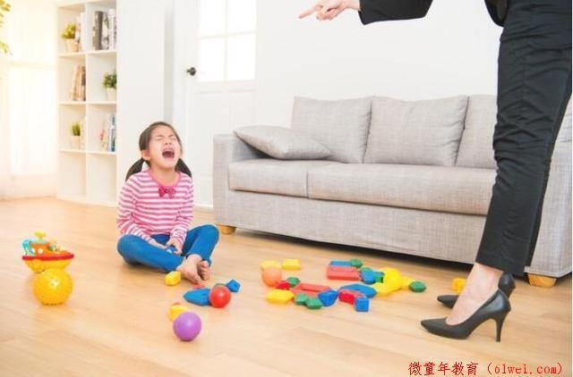 包贝尔女儿发脾气打保姆,包贝尔反手给了女儿一巴掌,网友很赞同