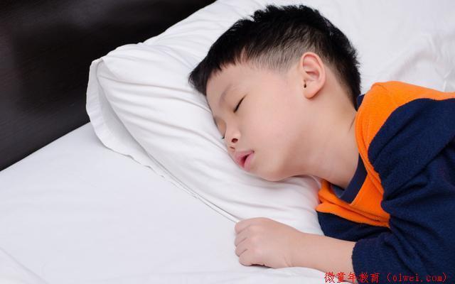 李玫瑾:孩子睡觉时出现3个反应,暗示大脑发育快,将来智商高