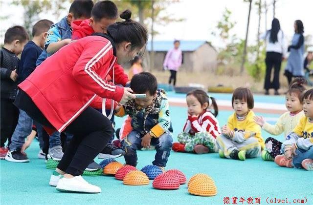 同样是幼儿园,托费一月四千和一学期四千的学校,大有不同