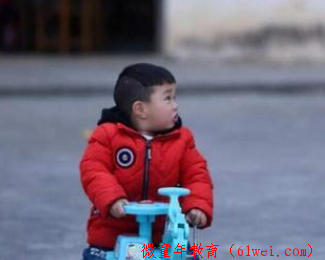 """请停止""""中国式喂饭"""",越喂孩子越不吃,3招让宝宝乖乖自己吃饭"""