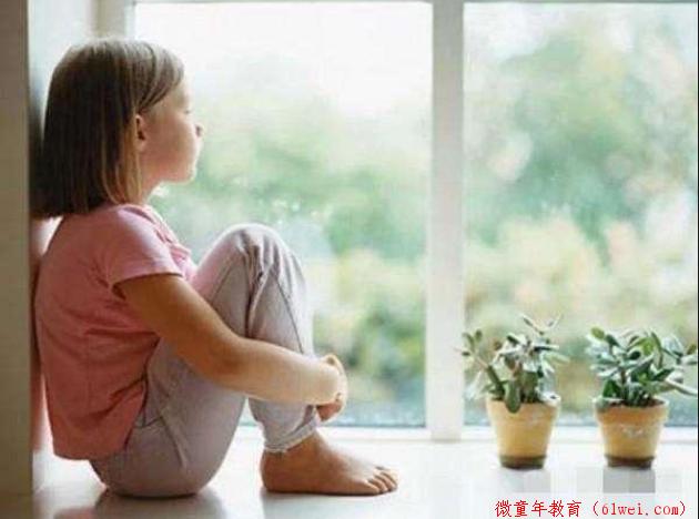 孩子越长大胆子越小?3种伤害孩子自信心的行为,很多家长都做过