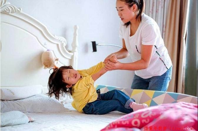 劝告:这3种零食孩子不能吃,父母不严格控制,对娃的伤害会很大