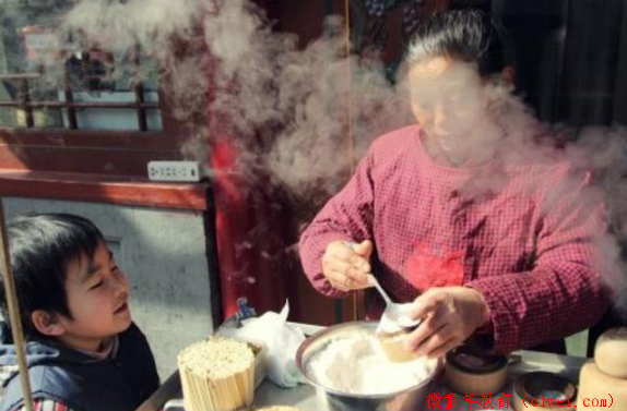 """中国式的""""敷衍早餐"""",正在悄悄伤害着孩子,很多家长还不自知"""
