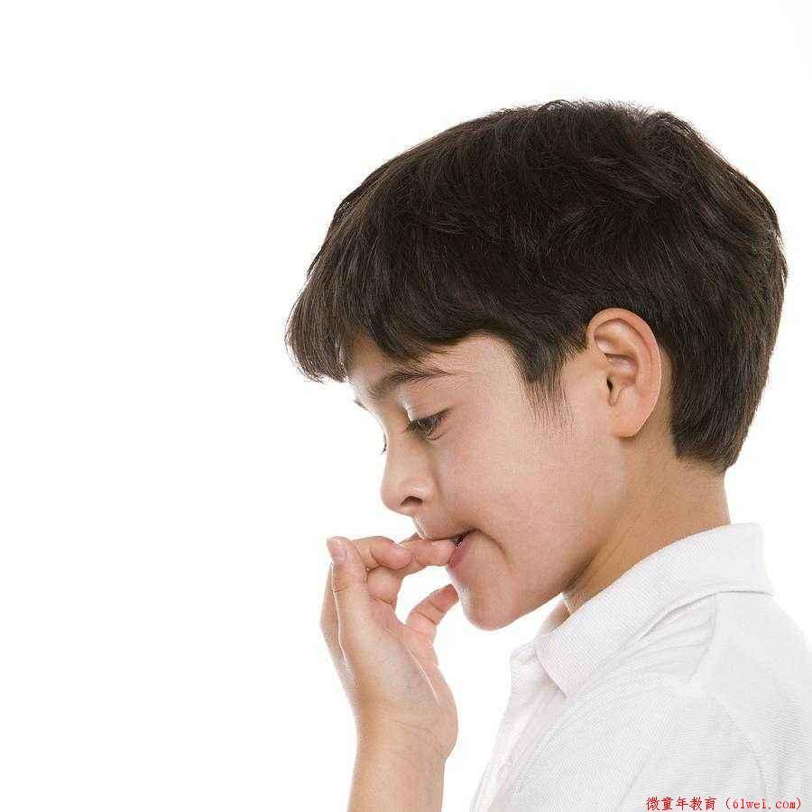 宝宝总爱吸手指该怎么办?家长们要找出原因,才能对症下药